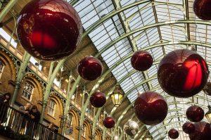christmas-decorations-879783_640